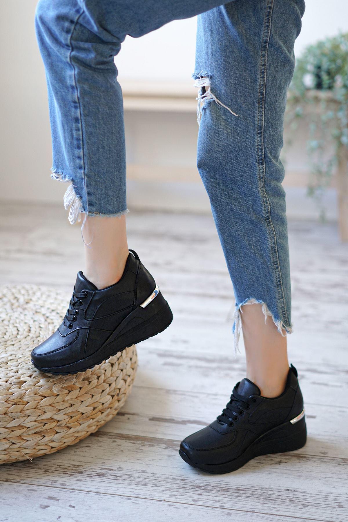 Esvora Siyah Mat Deri Dolgu Topuk Kadın Spor Ayakkabı