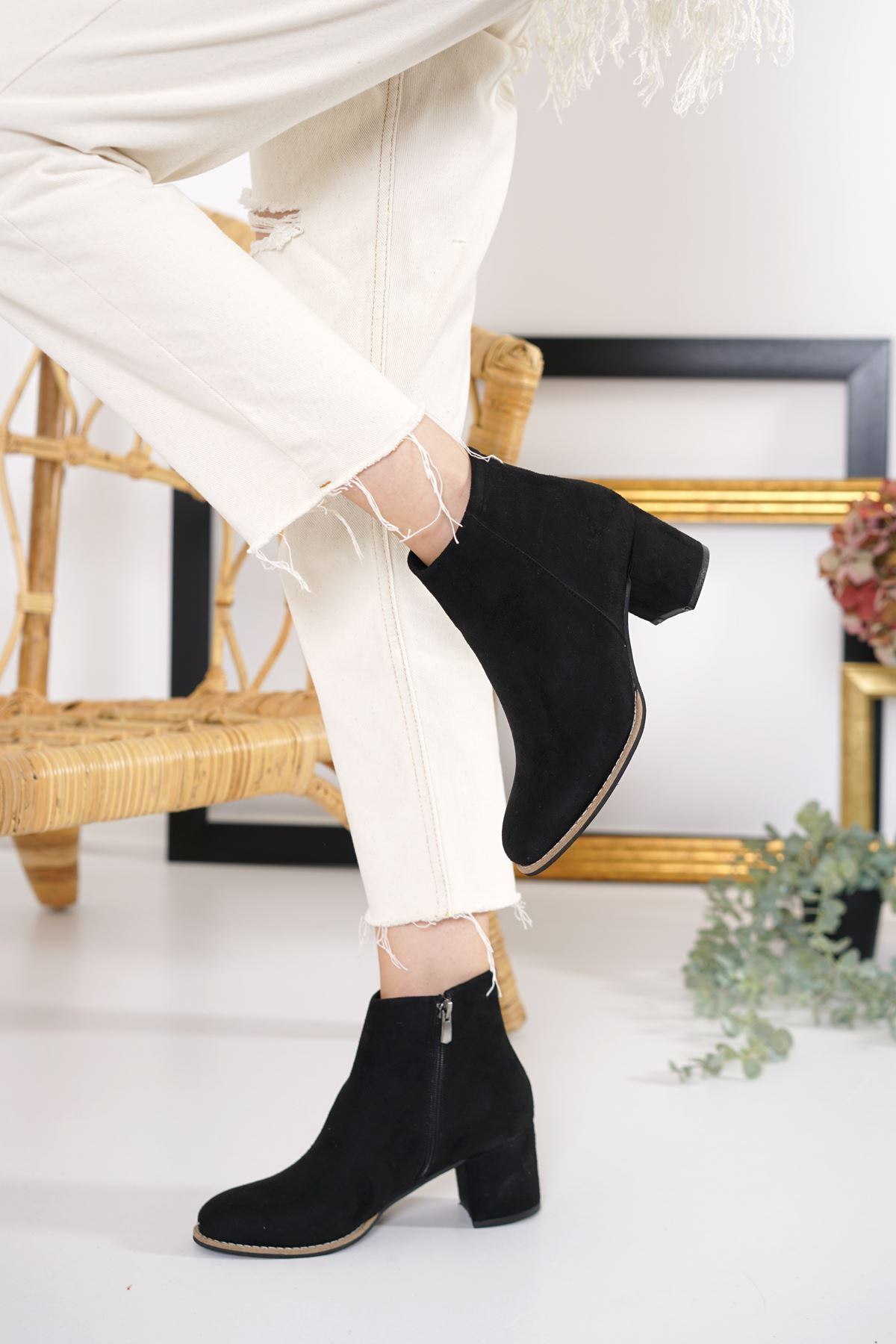 Vero Siyah Süet Topuklu Kadın Bot