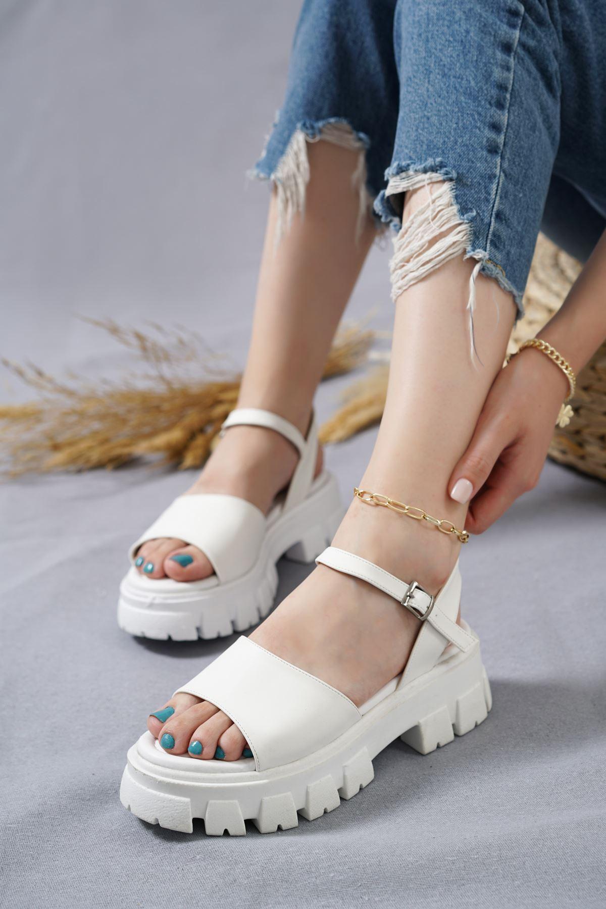 Ugo Beyaz Mat Deri Kadın Sandalet