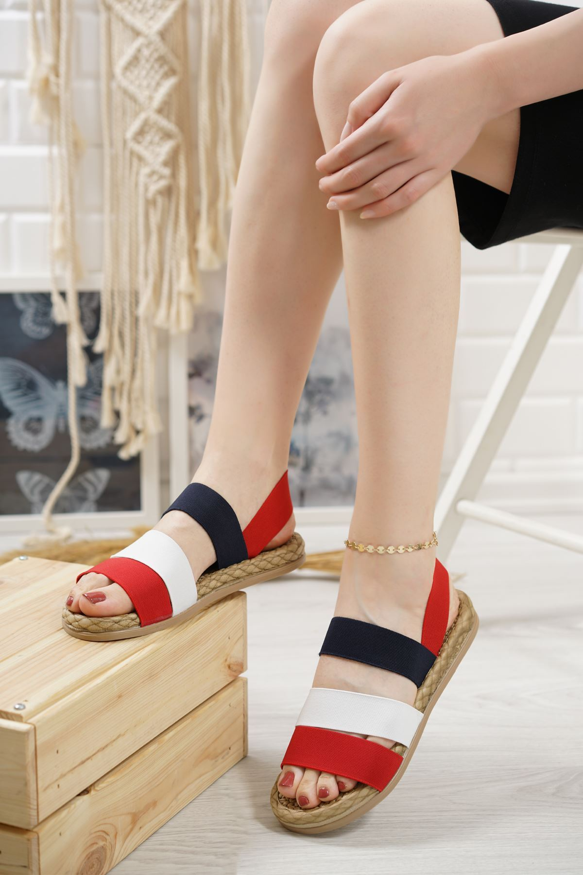 Orso Kırmızı Beyaz Siyah Lastikli Kadın Sandalet