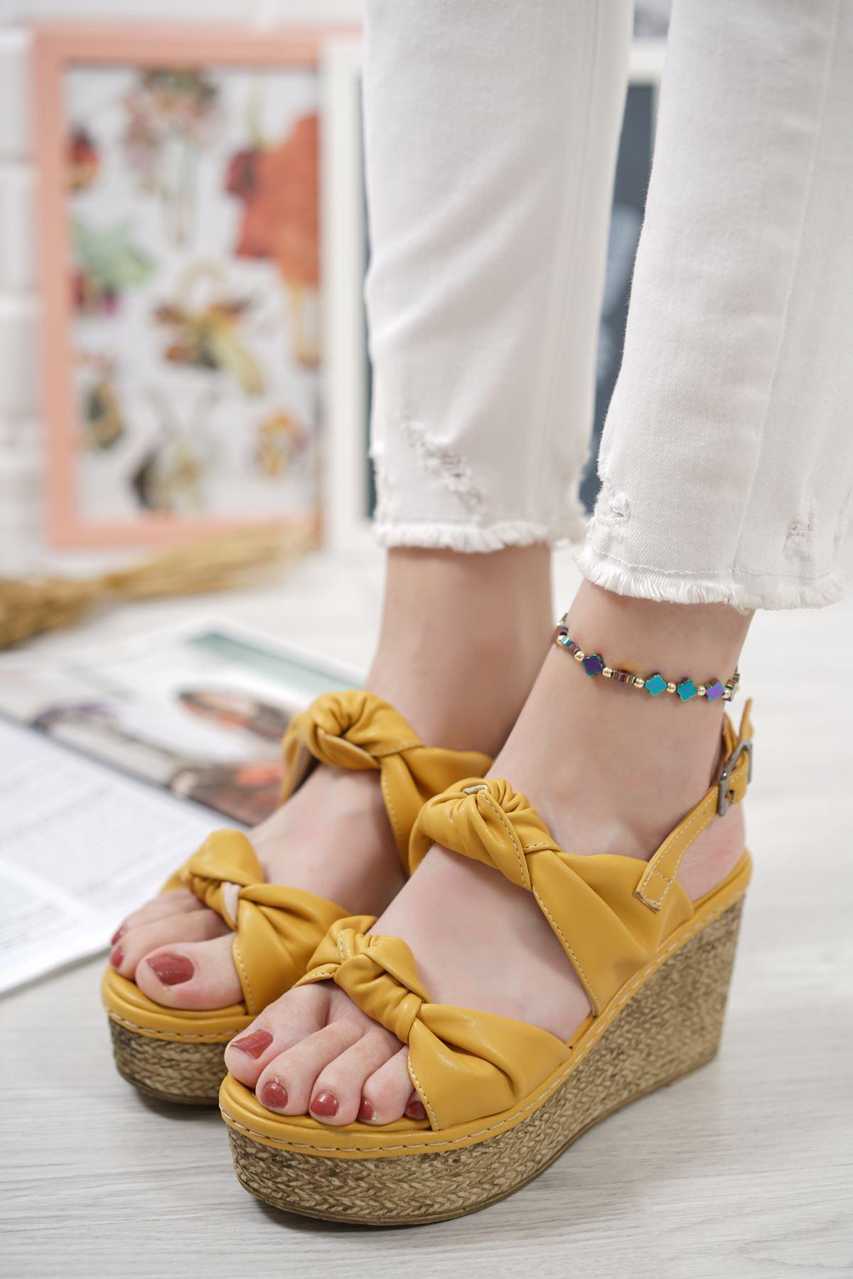 Niola Hardal Mat Deri Dolgu Topuklu Kadın Ayakkabı