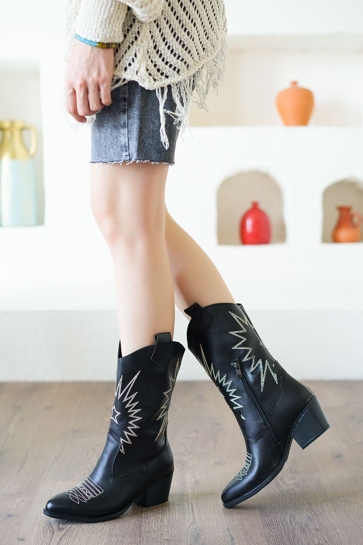 Jenny Siyah Western Kadın Bot